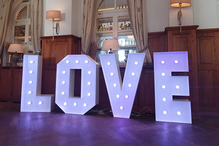 Veranstaltungstechnik mieten in Berlin, Love Buchstaben mieten, Hochzeitsdekoration mieten, Emmerich Events