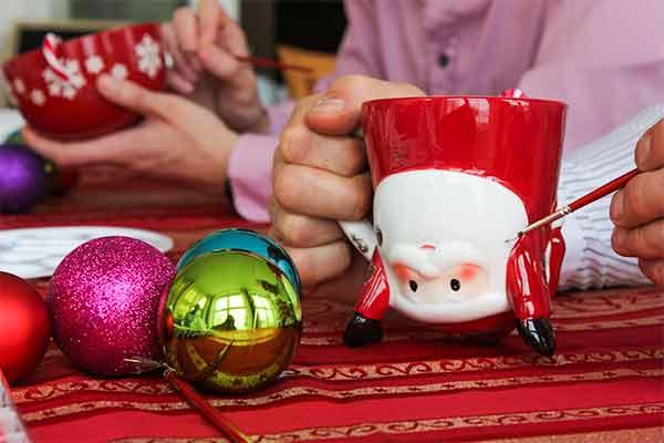 Wiehnachtstasse gestalten bei Emmerich Events, Weihnachtskranz gestalten, Weihnachtsfeier, Firmen-Weihnachtsfeier, Weihnachtsevent, Weihnachtsevent, Teambuilding, Firmenfeier, Horror Events, Firmenevent