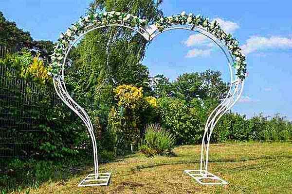Herzförmiger Hochzeitsbogen mieten in Berlin, Traubogen mieten, freie Trauung, Hochzeitsdekoration, Emmerich Events, Heiratsantrag Berlin, Trauung Berlin