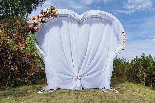 Herzform Hochzeitsbogen mieten in Berlin, Traubogen Verleih, freie Trauung, Hochzeitsdekoration, Emmerich Events, Heiratsantrag Berlin, Trauung Berlin