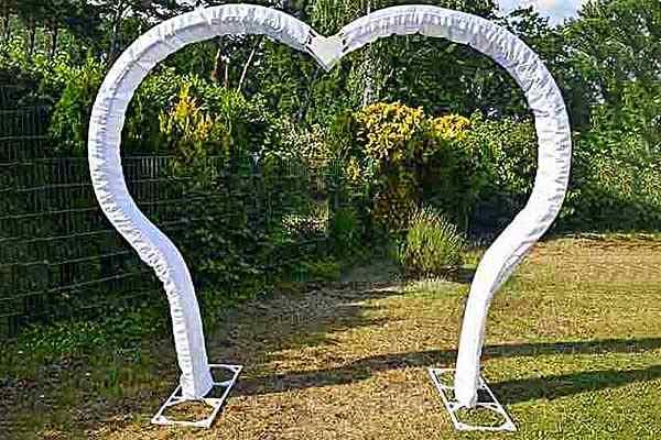 Herzform Hochzeitsbogen mieten in Berlin, Traubogen mieten, freie Trauung, Hochzeitsdekoration, Emmerich Events, Heiratsantrag Berlin, Trauung Berlin