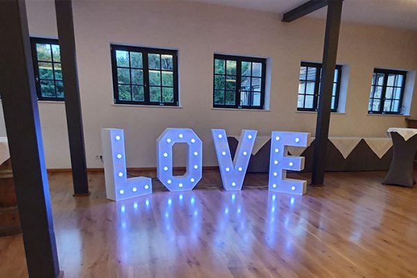 Veranstaltungstechnik mieten in Berlin, XL Love Buchstaben mieten, Hochzeitsdekoration mieten, Emmerich Events