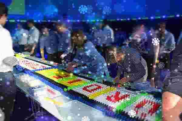 Weihnachtsdomino die Weihnachtsfeier, Weihnachtsfeier, Emmerich Events, Teamuilding in Stuttgart, Weihnachtsevents in München, Firmenevents München, Events in Stuttgart