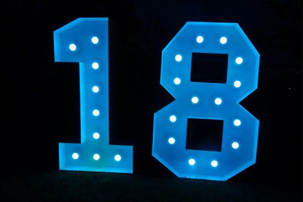 XL Leuchtende Zahlen 18 mieten, Leuchtende LED XXL mieten, 18. Geburtstag Deko, Dekoration mieten, Dekoration für Party mieten, Geburtstagparty