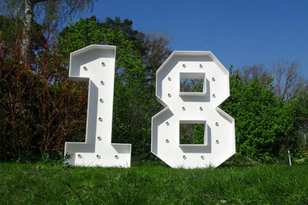 XXL Leuchtende Zahlen 18 mieten, Leuchtende LED XXL mieten, 18. Geburtstag Deko, Dekoration mieten, Geburtstagparty